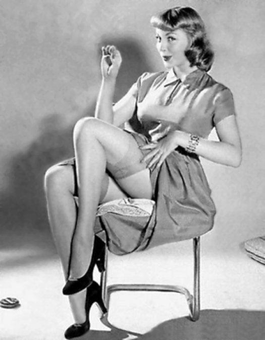 Женщина в лифчике и поясе ретро фото 618-879