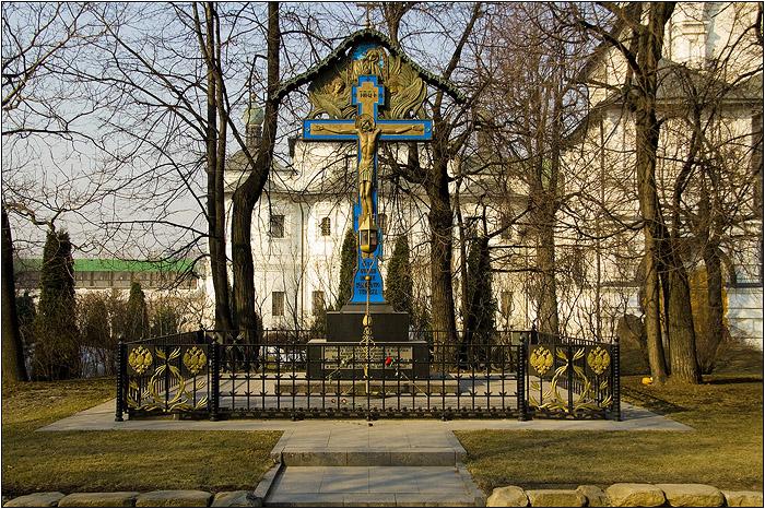 Новоспасский монастырь. Крест-памятник великому князю Сергею Александровичу Романову