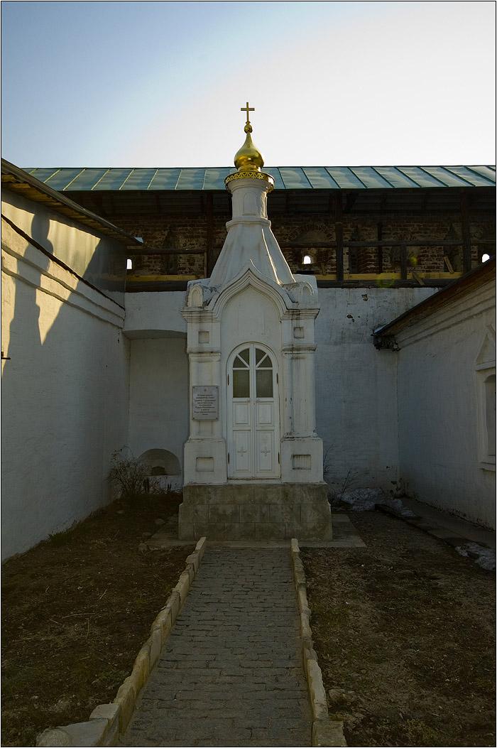 Новоспасский монастырь. Часовня на месте погребения княжны Таракановой (инокини Досифеи).