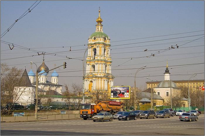 Новоспасский монастырь - вид с перекрёстка Новоспасского шоссе