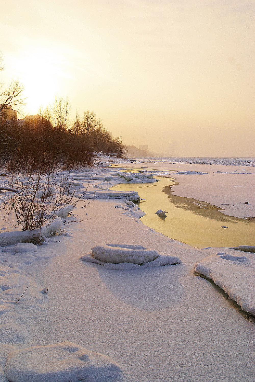Морозный, величественный закат