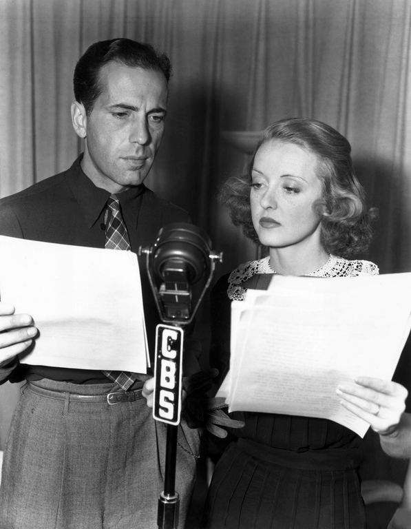 The USO in WWII Bogart-with-Bette-Davis-2