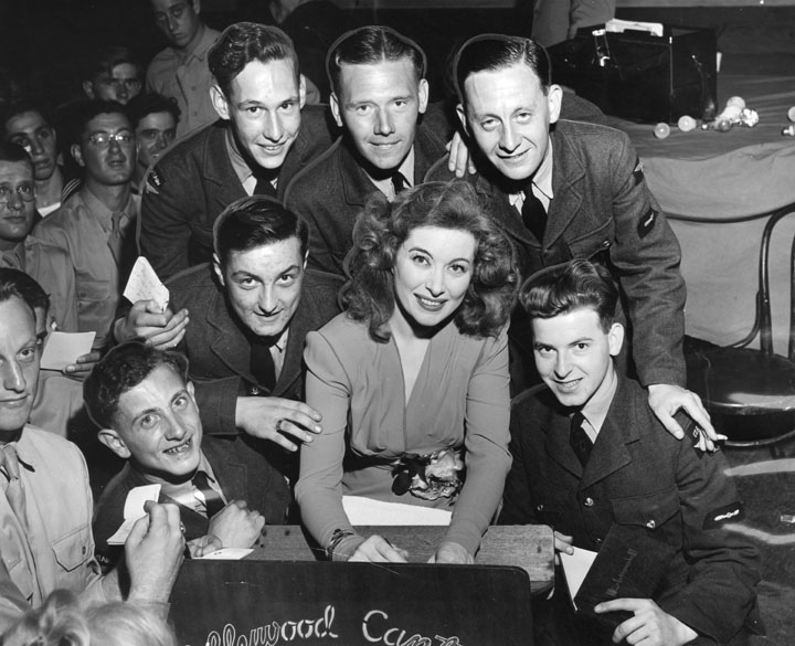 The USO in WWII Greer-Garson-at-the-hollywood-canteen-1943