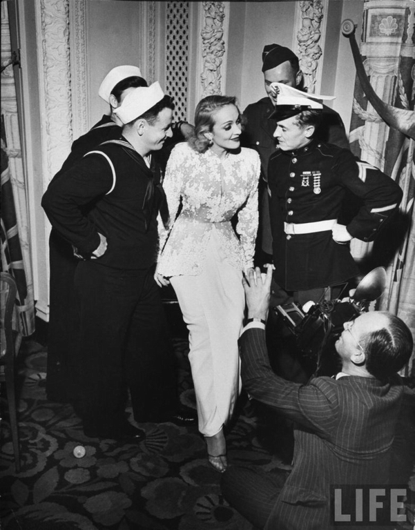 The USO in WWII Marlene-Dietrich-1942-USO-