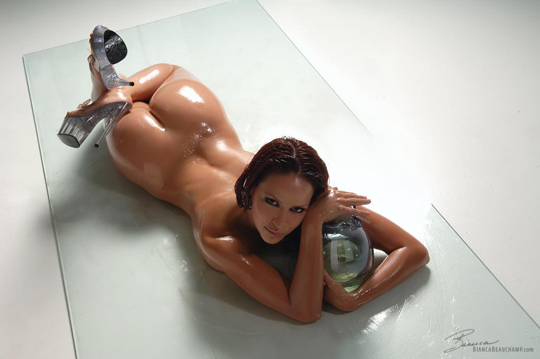 Фото девушек намазанных маслом, Голые в масле на фото - обмазанные и натертые девушки 10 фотография