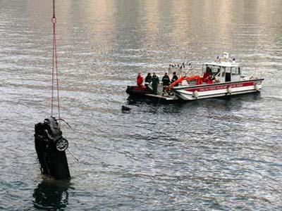 Автомобиль Джеймса Бонда утонул в озере