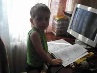 КИРИЛЛ: ребенок у компа