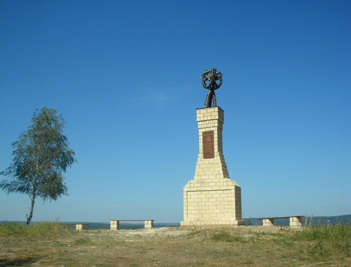 Памятник с крестом Булгар Мраморный голубь Порхов