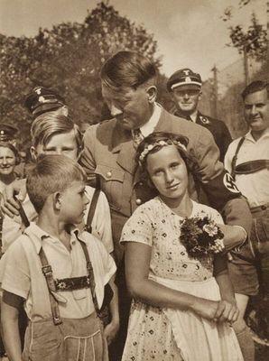 Девочки и Гитлер