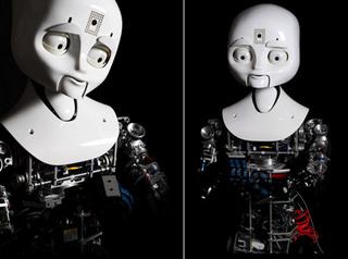 Девочка-робот умеет грустить и смеятся