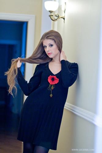 """Трикотажное платье  """"гофре """" с цветком-брошью, 4800р"""