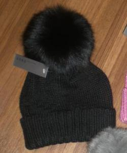 шапка с меховым помпоном