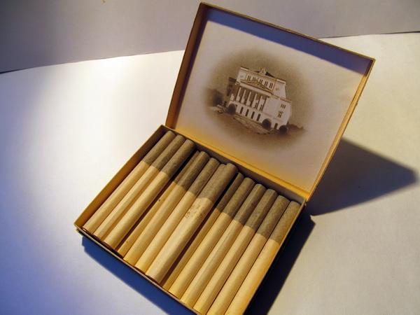на палубе матросы курили папиросы