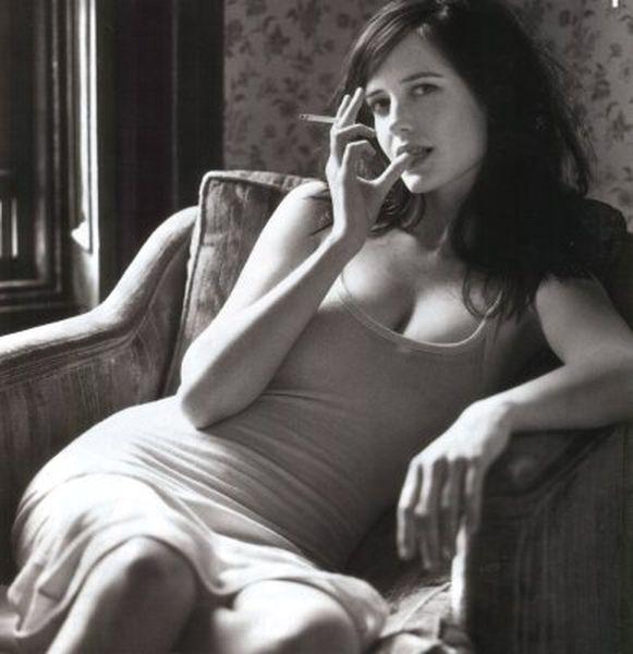 Все женщины, к которым я испытываю симпатию, курят. вот Еву Грин, например,