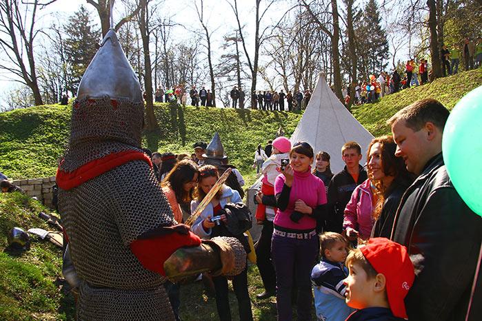 Лицарі у рові збаразького замку