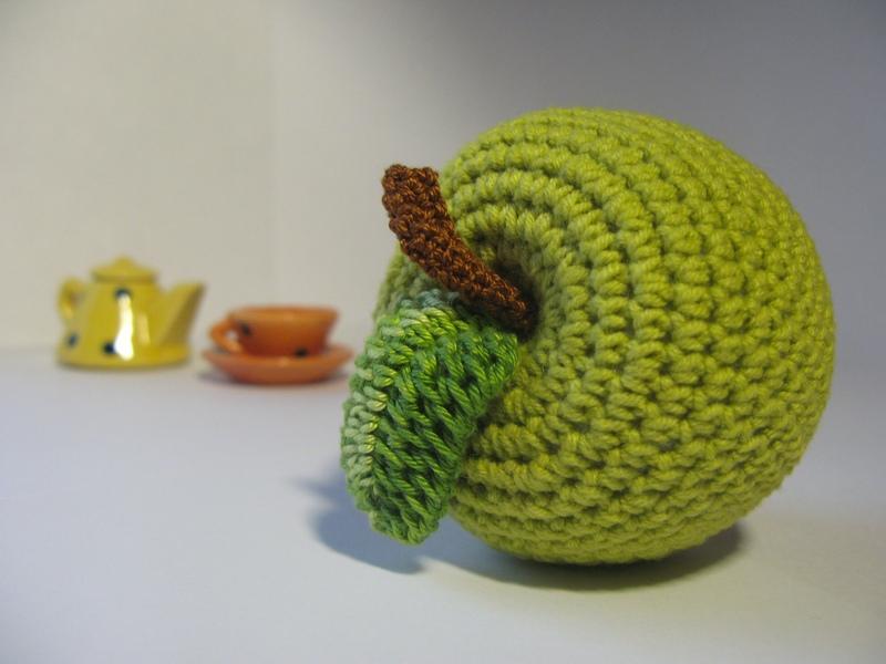 Вязание крючком яблочки 89