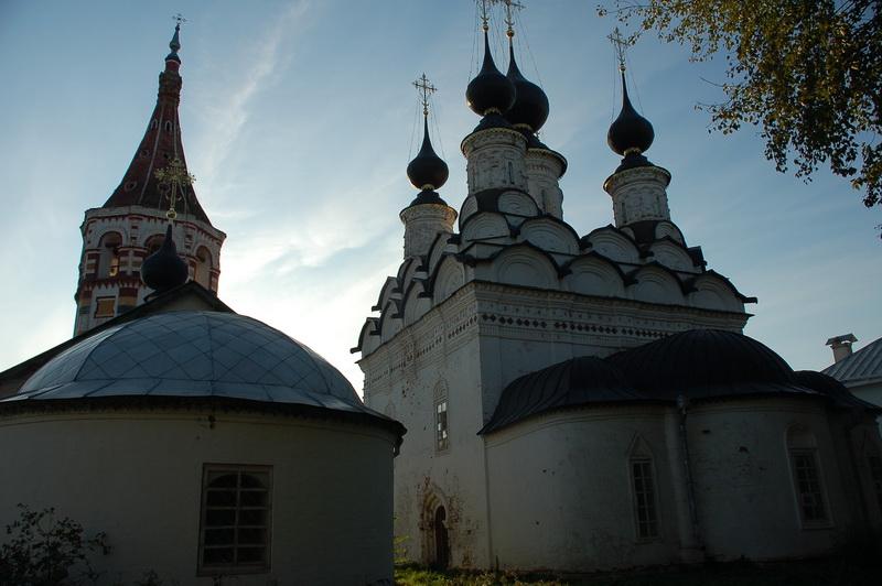 Пара церквей (летняя и зимняя)