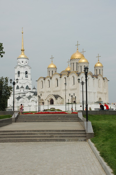 Вид на Успенский собор и Георгиевскую церковь