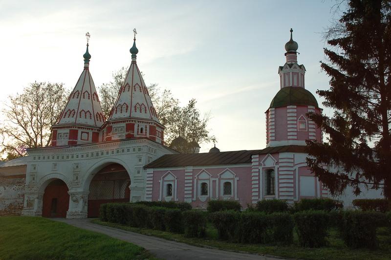 Святые ворота Ризоположенского монастыря