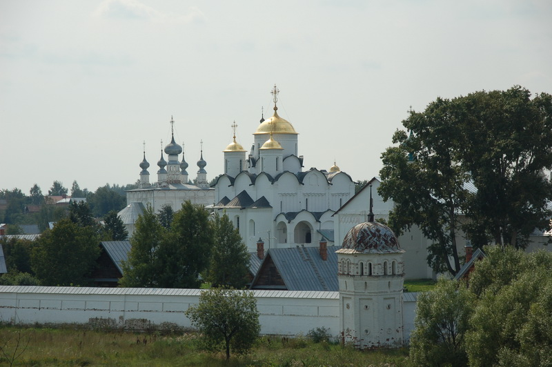 Вид на Покровский монастырь