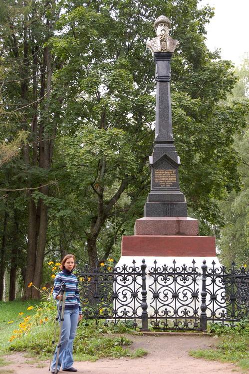 Памятник основателю