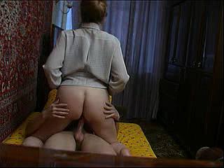 18 мин. Секс с немолодой русской женщиной. Домашнее постановочное
