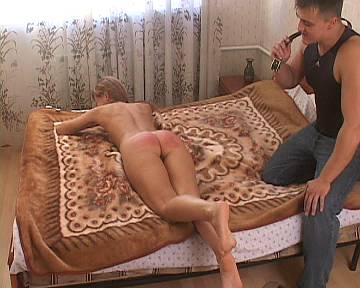seks-muzhiki-ebut-transov