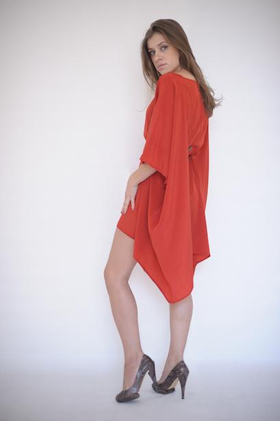 Платье из кружевного полотна.