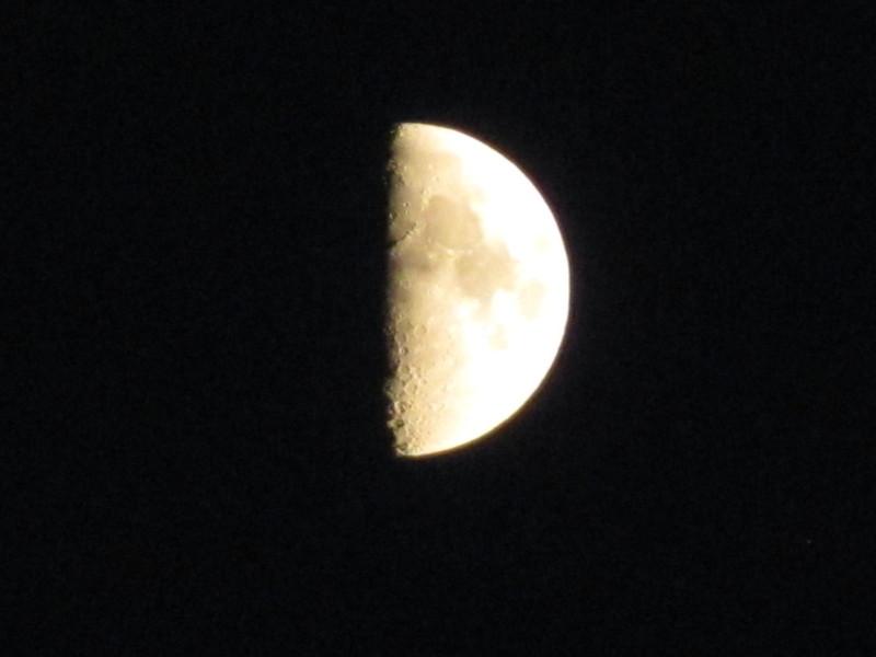 luna-golaya-dovolnaya-luna