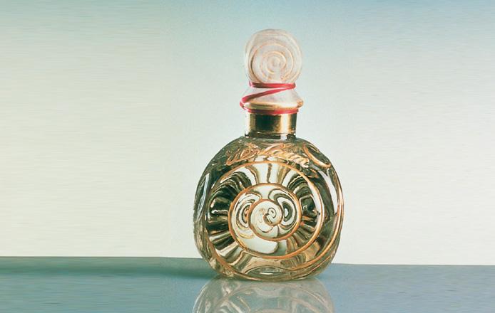 http://www.ljplus.ru/img4/m/i/milkshake_m/080906-les-plus-beaux-flacons-guerlain.aspx_ss_image_mouchoir.jpg