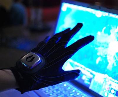 Геймерская перчатка Peregrine Glove