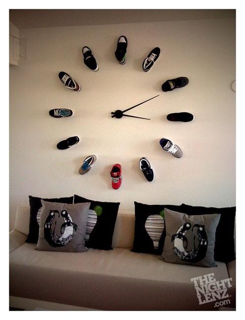 Часы в комнату подростка