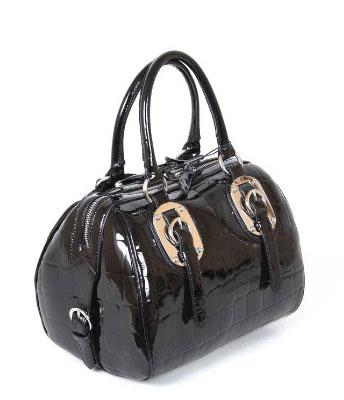 Предпочитаю сумки побольше, чтобы все поместилось, например, что-нибудь...