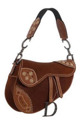 Легендарные сумки Dior Saddle в среднем стоят 3000$, но цена на...