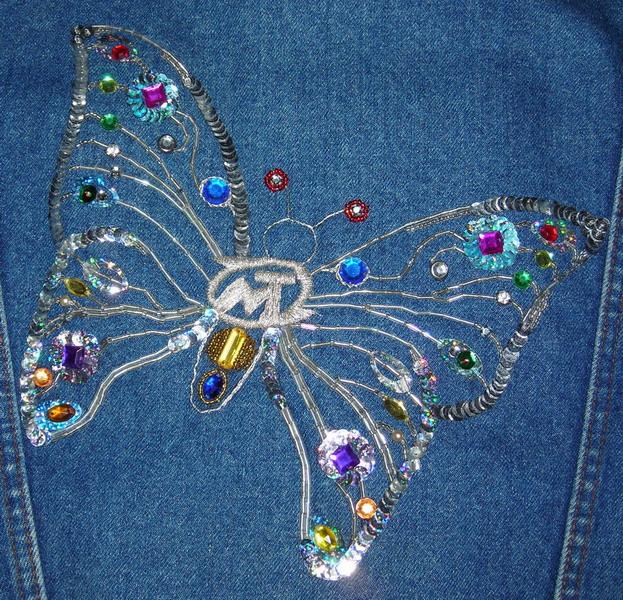 вышить бабочку на джинсах бисером.