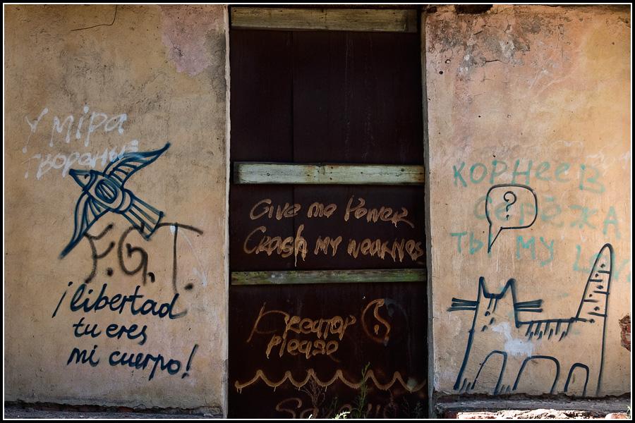Граффити на трех языках