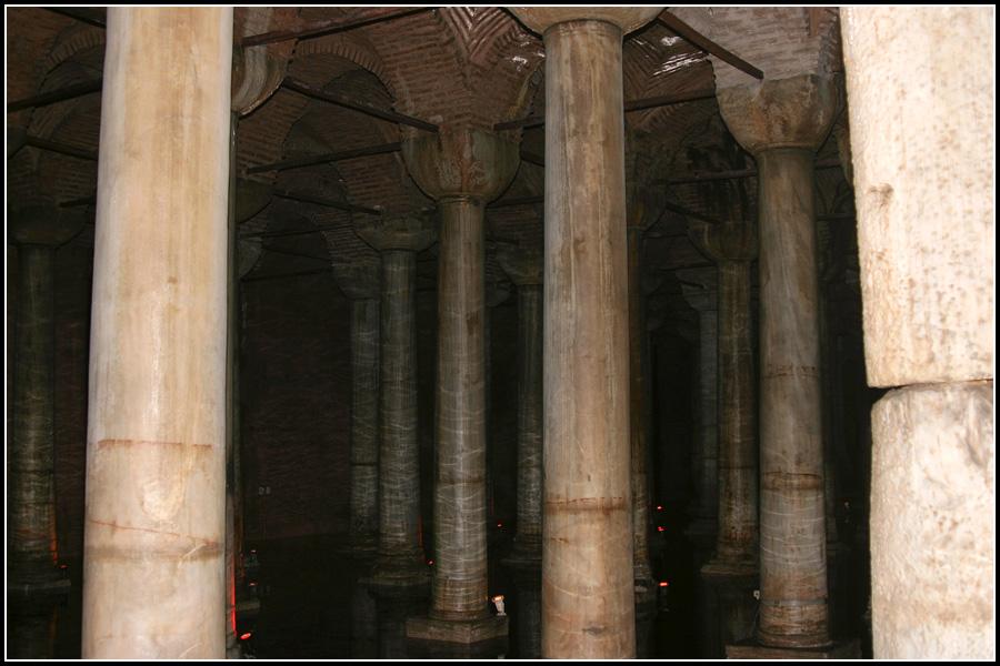 Колонны в Цистерне Базилике