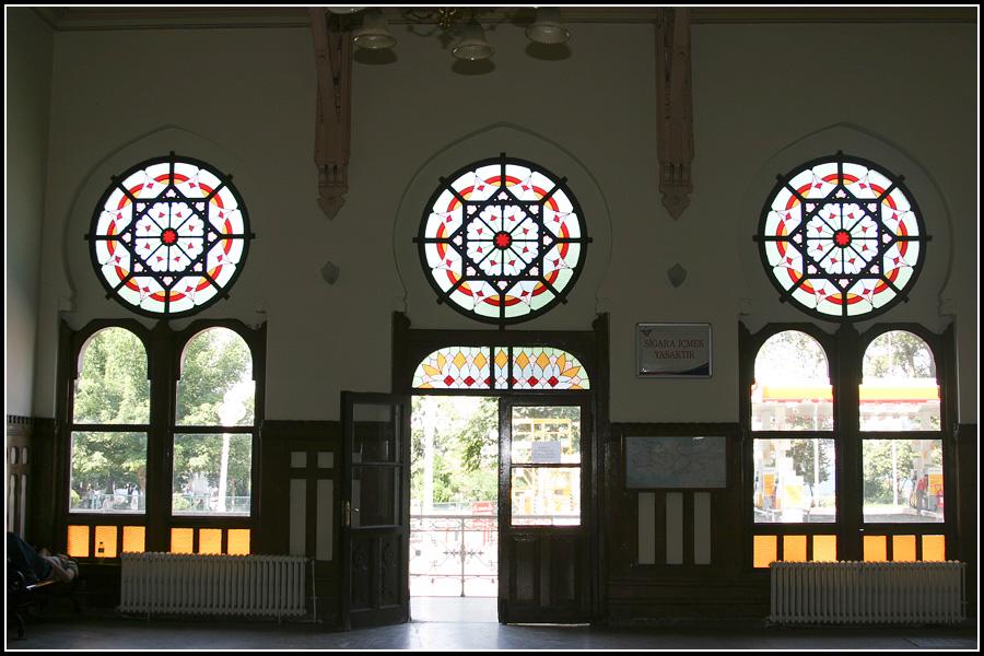 Зал ожидания вокзала Сиркечи