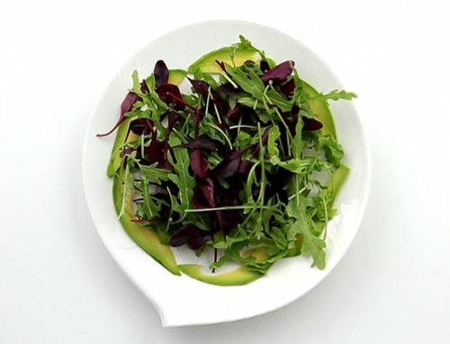 Салат из руколы, мангольда и семги - 2