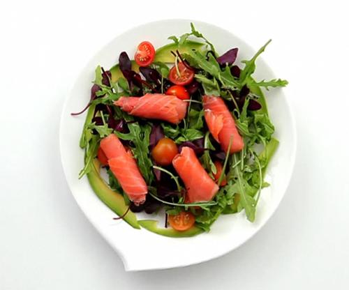 Салат из руколы, мангольда и семги - 5