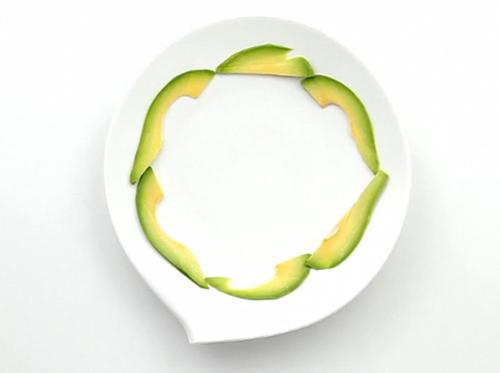 Салат из руколы, мангольда и семги