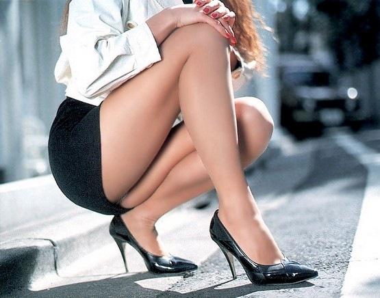 Сайт дамы с задранными юбками дрочат мужикам приватов русских