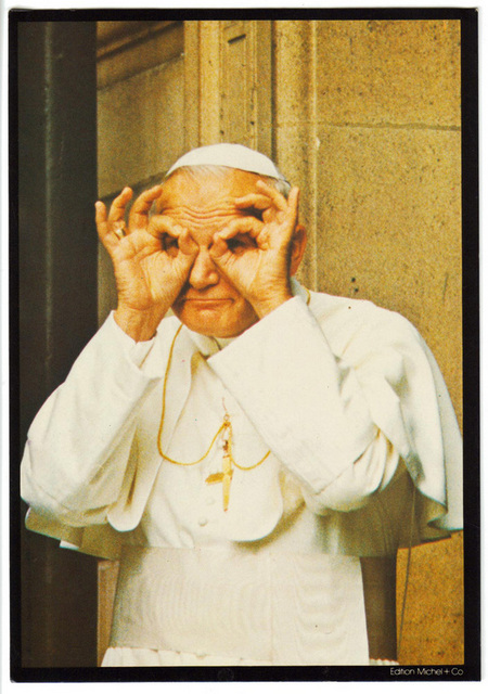 RENE LEVEQUE - Pope John Paul II amuses himself with the photographer