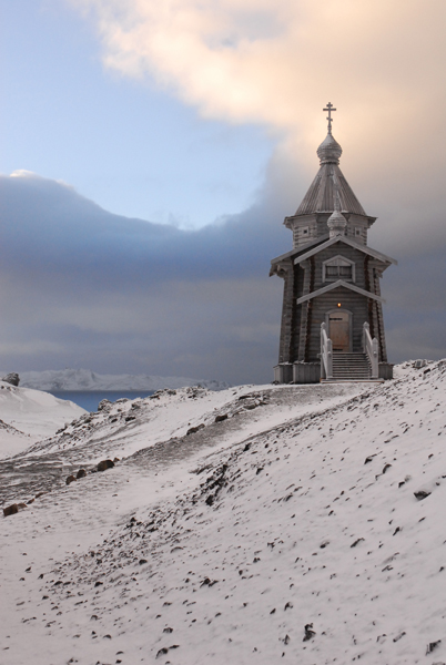 Самым красивым зданием Антарктиды может по праву считатья этот маленький православный храм, построенный на окраине...