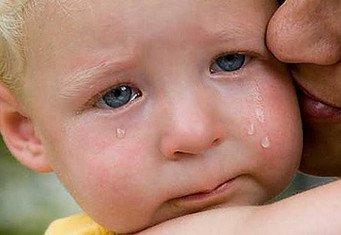 8 месяцев ребенку плачет
