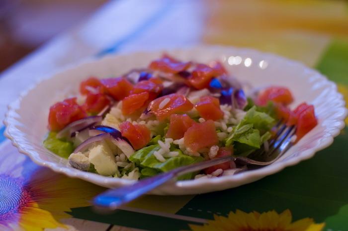 Салаты с красной соленой рыбой рецепт