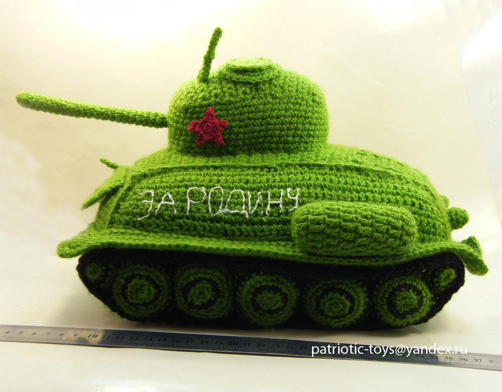 уникальный подарок - вязаный танк T-34