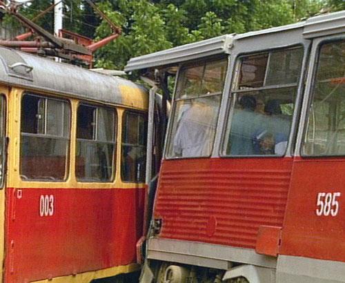 Инцидент произошел на перекрестке улиц Гоголя и Железнодорожной.  Трамвай маршрута 2, двигавшийся со стороны вокзала...