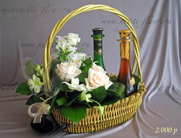Композиция из корзин с цветами