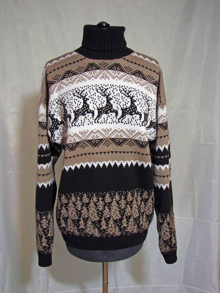 Ещё один свитер с оленями.